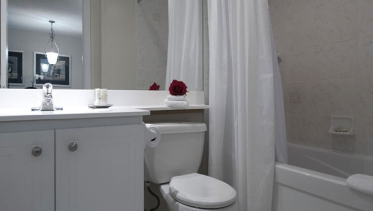 Immaculate bathroom in Icon Apartments