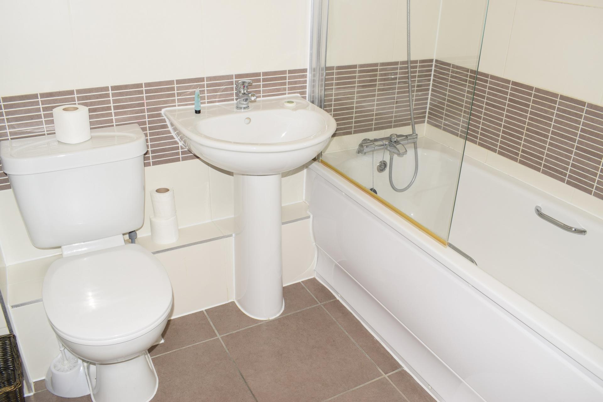 Bath at Clarendon Loft Apartments, Centre, Watford