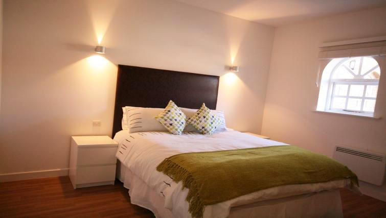 Double bed at Ridgeway Apartment