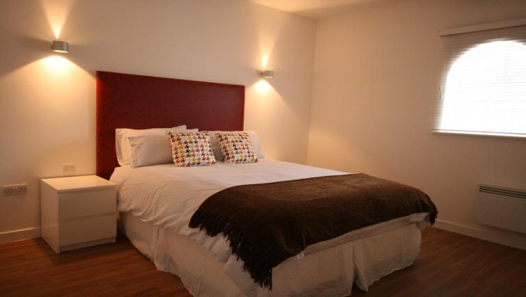 Simplistic bedroom in Barley End Apartment