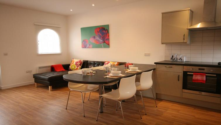 Delightful dining area in Barley End Apartment
