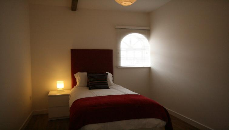 Cosy bedroom in Barley End Apartment
