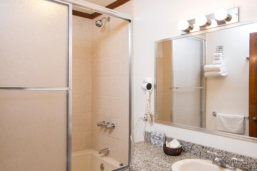 Bathroom at Villas del Rio Aparthotel