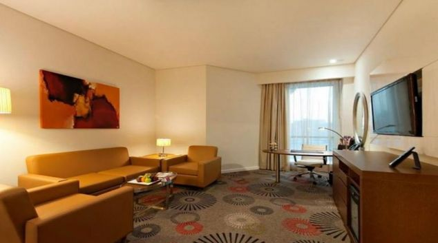 Multifunctional living area in Crowne Plaza Doha - The Business Park