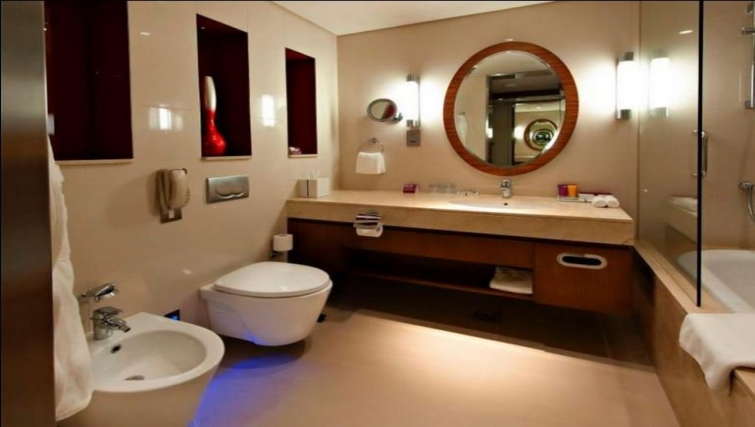 Modern bathroom in Crowne Plaza Doha - The Business Park