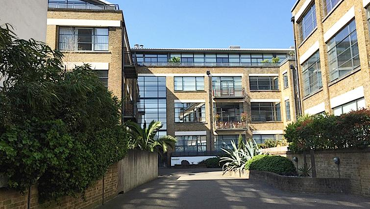 Grand exterior of Chiswick Green Apartment