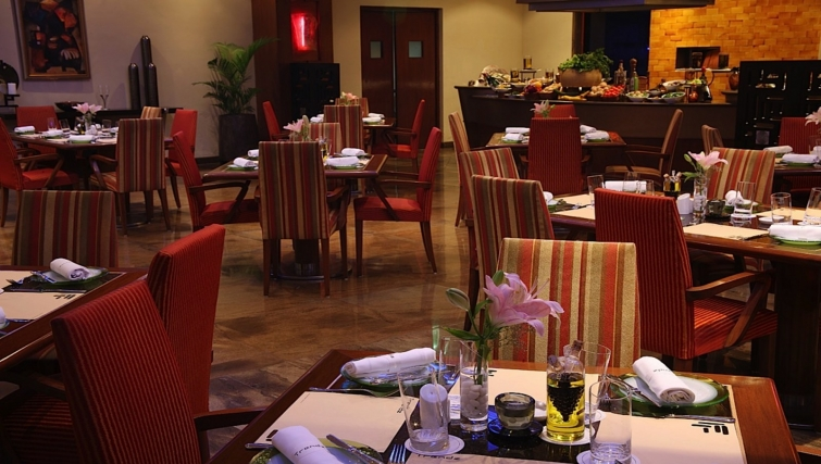 Charming restaurant in The Lalit Mumbai Apartments