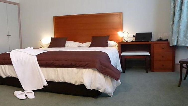 Cosy bedroom in Riverside Apartment Hotel