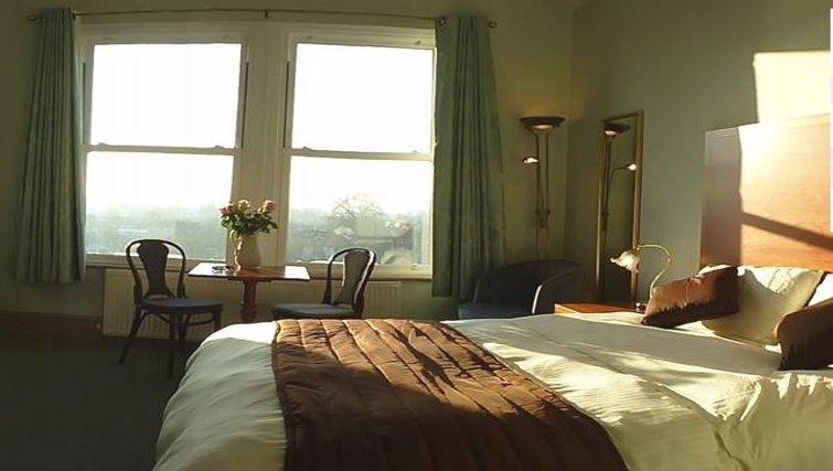 Modern bedroom in Riverside Apartment Hotel