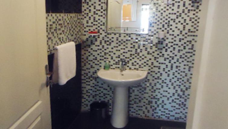 Ideal bathroom in Aart Suites