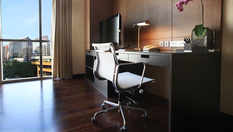 Practical study area in Marriott Executive Apartments Sathorn Vista - Bangkok