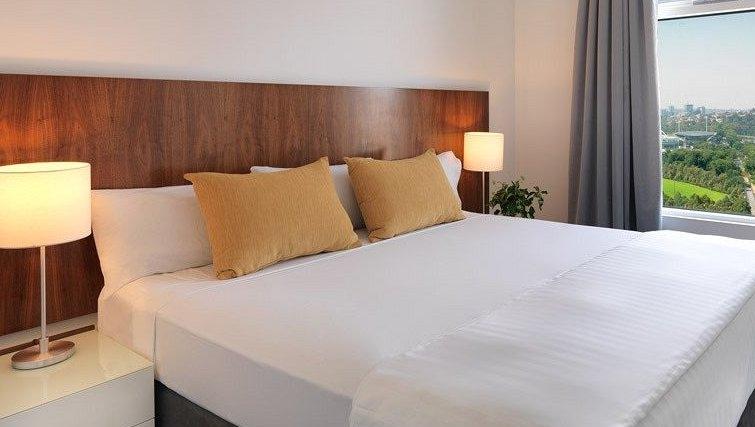 Warm bedroom of Adina Apartment Hotel Melbourne, Flinders Street