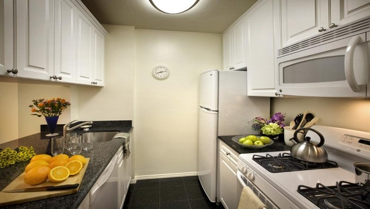 Attractive kitchen in Windsor Court Apartments