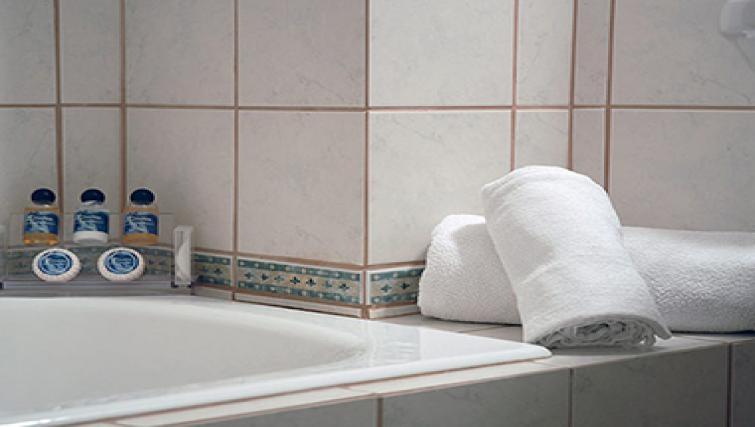 Bright bathroom in Delice Hotel Apartments