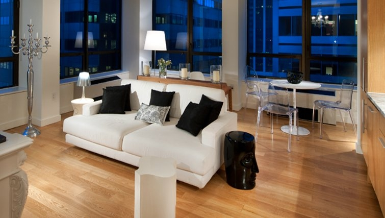 Stylish living area in 95 Wall Street Apartments