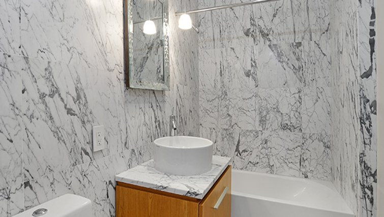 Bright bathroom in 95 Wall Street Apartments