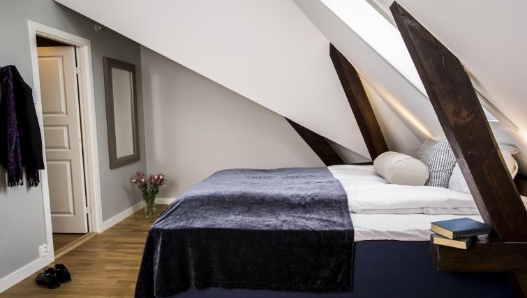 Delightful bedroom in Oscargate Apartments