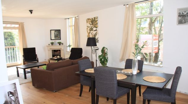 Bright living area in Valkstraat Apartment