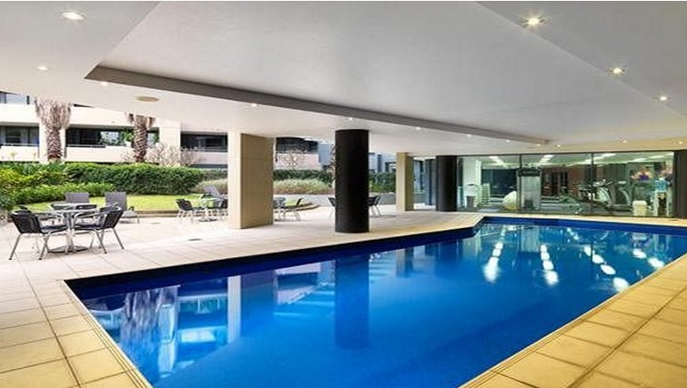 Luxurious pool in Adina Apartment Hotel Sydney, Darling Harbour