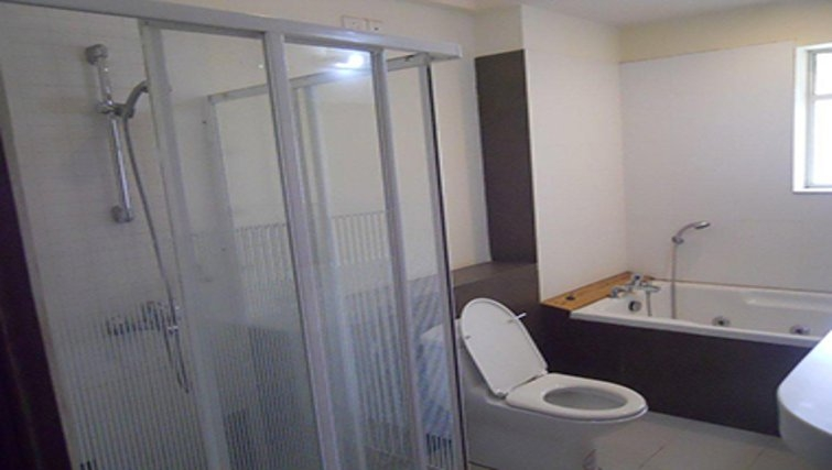 Pristine bathroom in Sahara Grace Apartments