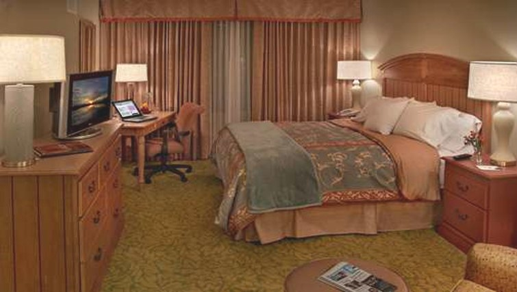 Cosy bedroom in Homewood Suites Palm Beach Gardens