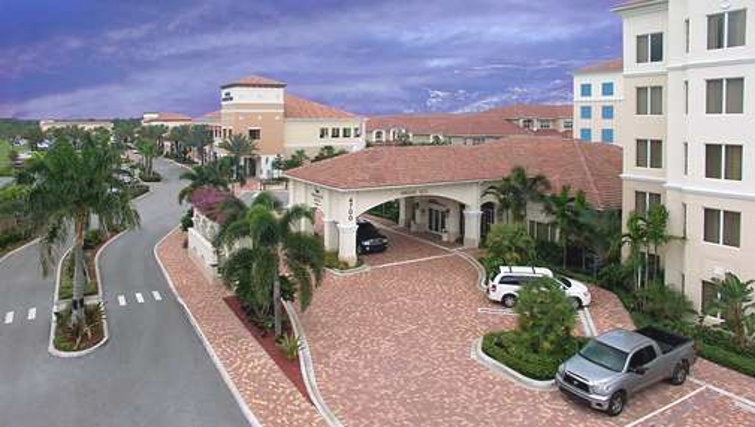 Amazing exterior of Homewood Suites Palm Beach Gardens