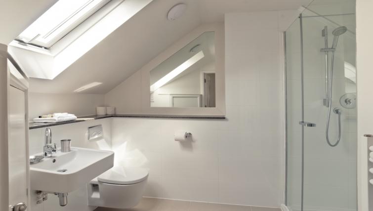 Sleek bathroom at Cambridge Place Apartments