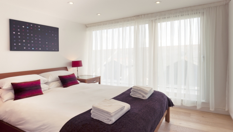 Charming bedroom at Cambridge Place Apartments