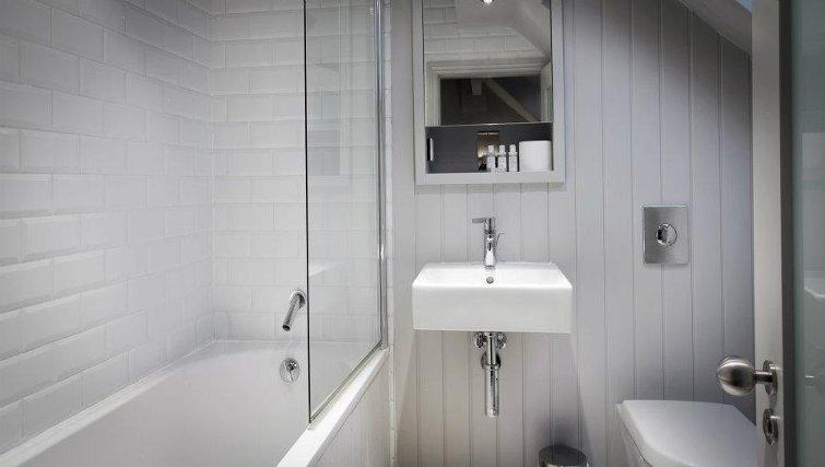Pristine bathroom at Lawrance Apartments
