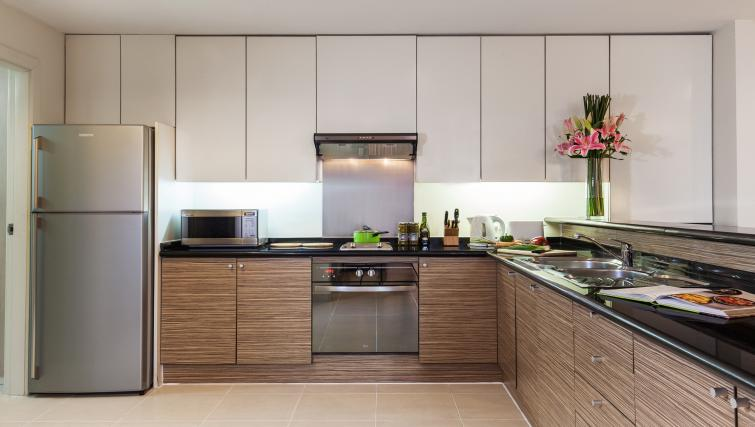 Modern kitchen at Somerset Chancellor Court Apartments