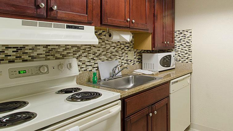 Tasteful kitchen in Worcester Apartments