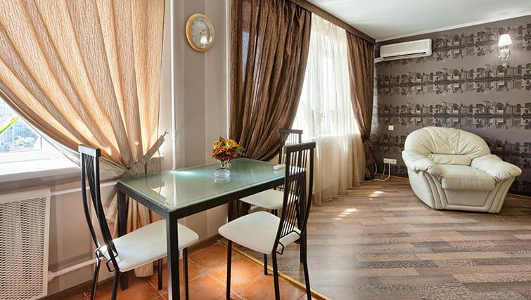 Dining table at Basseyna Street Apartment
