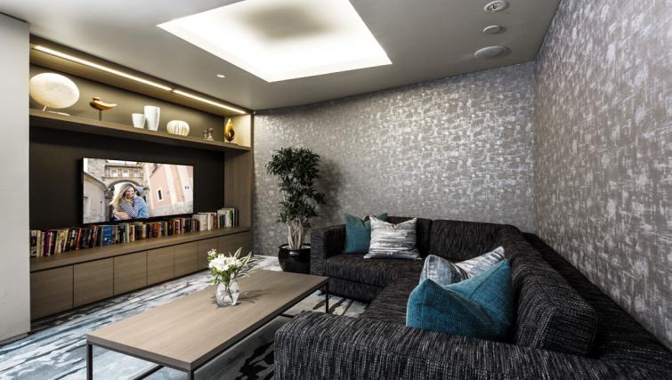 Communal lounge at Somerset Azabu East Apartments
