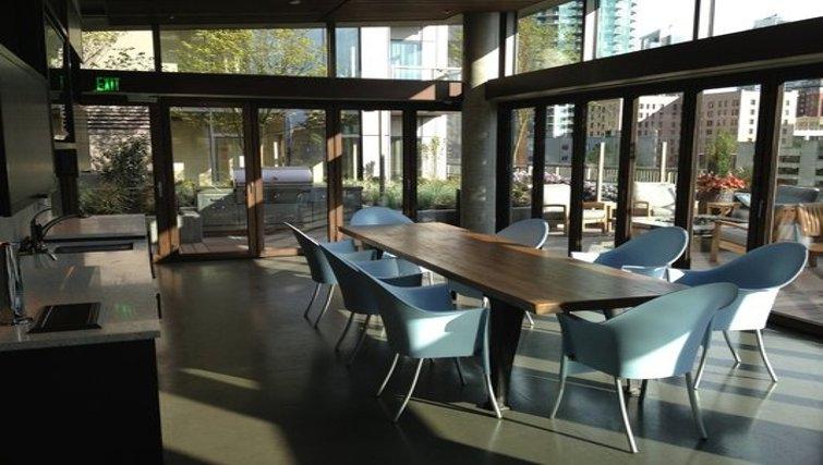 Attractive living area in Via 6 Apartments