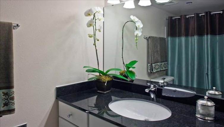 Stylish bathroom in Centennial Tower and Court