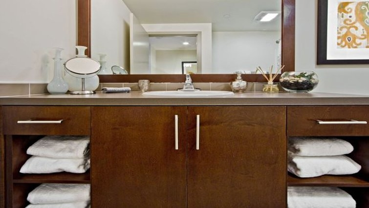 Attractive bathroom in Coppins Well Apartments