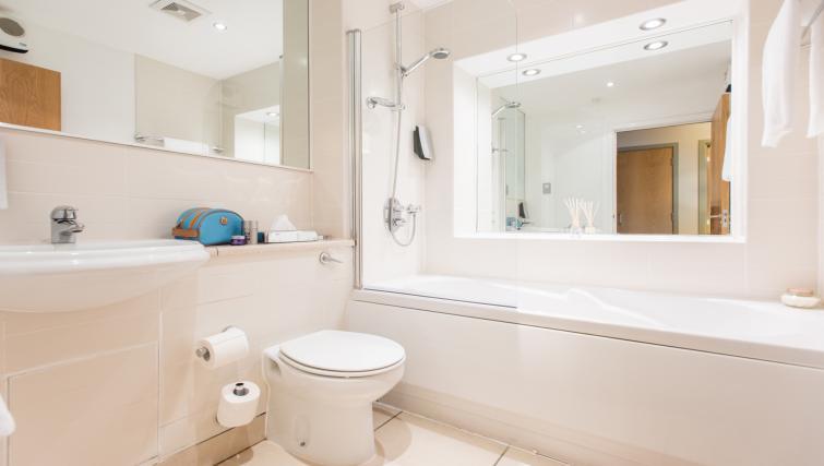 Exceptional bathroom in Premier Suites Nottingham