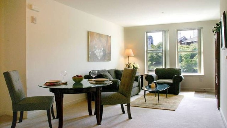 Dining area in Avalon Towers Bellevue