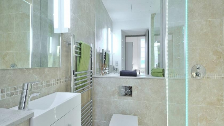 Modern bathroom in St Andrew Square Apartments