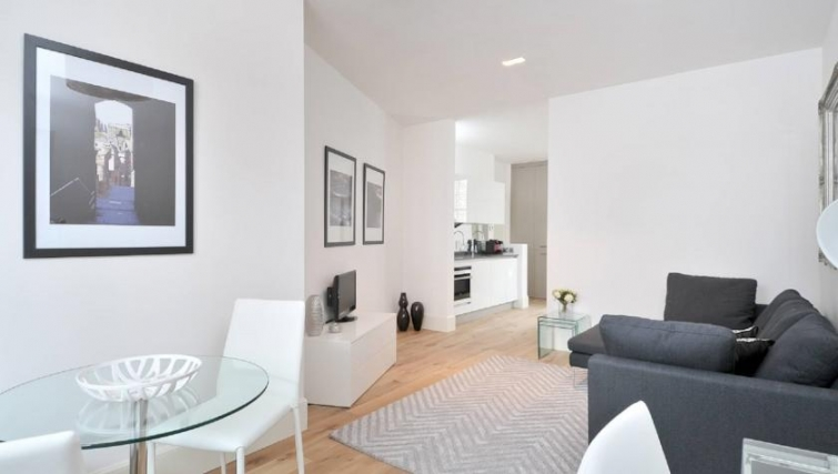 Bright living area in St. Andrew Square Apartments