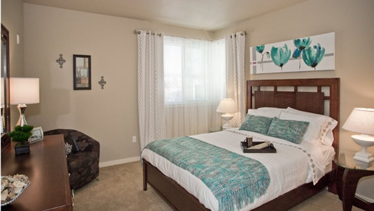 Elegant bedroom in Discovery Heights Apartments