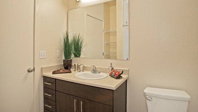 Attractive bathroom in Discovery Heights Apartments