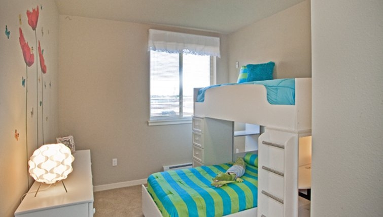 Bedroom in Discovery Heights Apartments