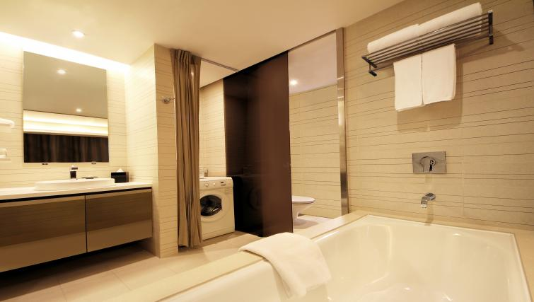 Bath at Pan Pacific Serviced Suites Orchard, Singapore
