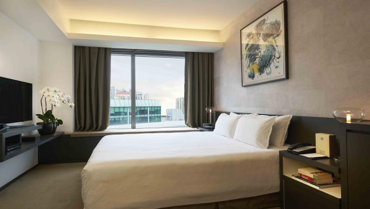 Double bed at Pan Pacific Serviced Suites Orchard, Singapore