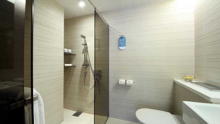 Shower at Pan Pacific Serviced Suites Orchard, Singapore