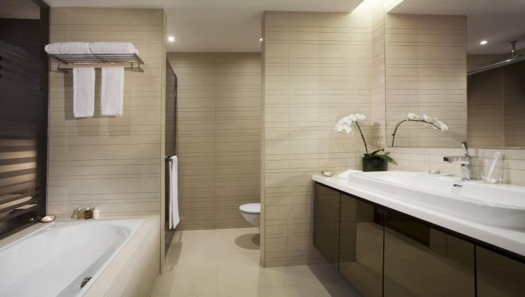 Shower room at Pan Pacific Serviced Suites Orchard, Singapore