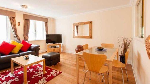 Attractive living area in Charterhouse Square Apartments