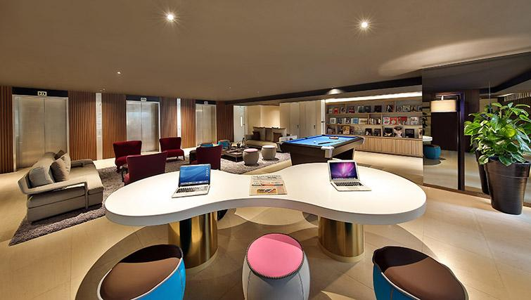 Communal lounge at Pan Pacific Serviced Suites Beach Road, Singapore