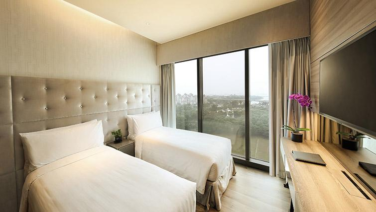 Twin beds at Pan Pacific Serviced Suites Beach Road, Singapore